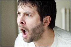 驚いた表情の男性の写真